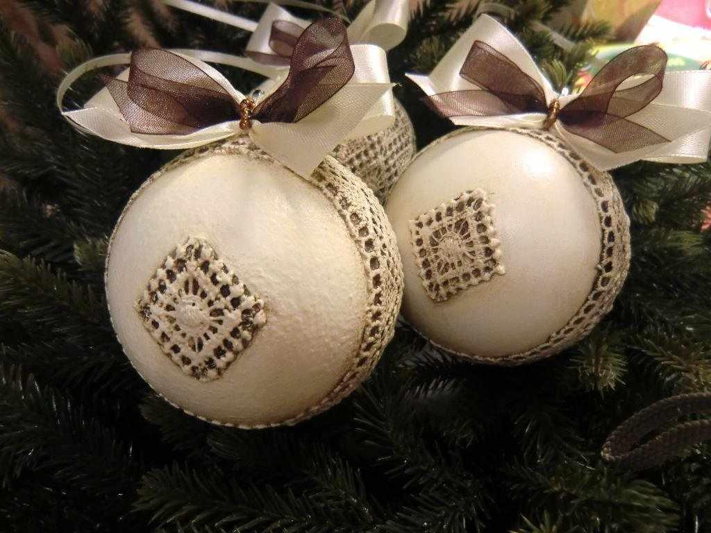 Декупаж новогодних шаров в стиле винтаж
