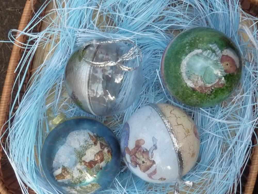 Декупаж внутри новогодних шаров