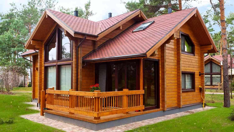 Деревянный деревенский дом