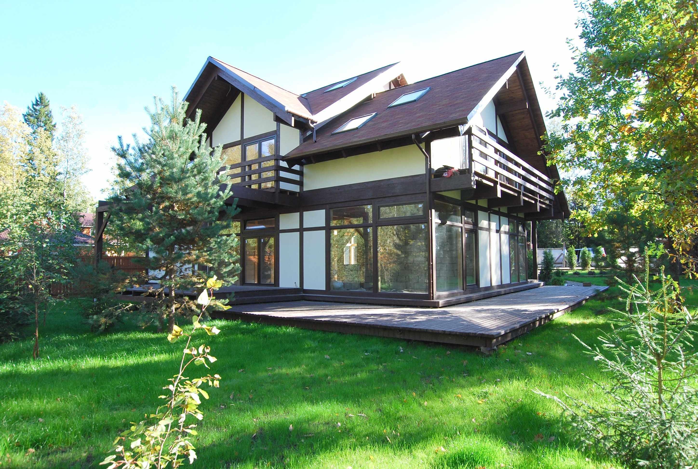 Двухэтажный деревенский дом