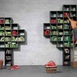 Деревья с книгами у стены