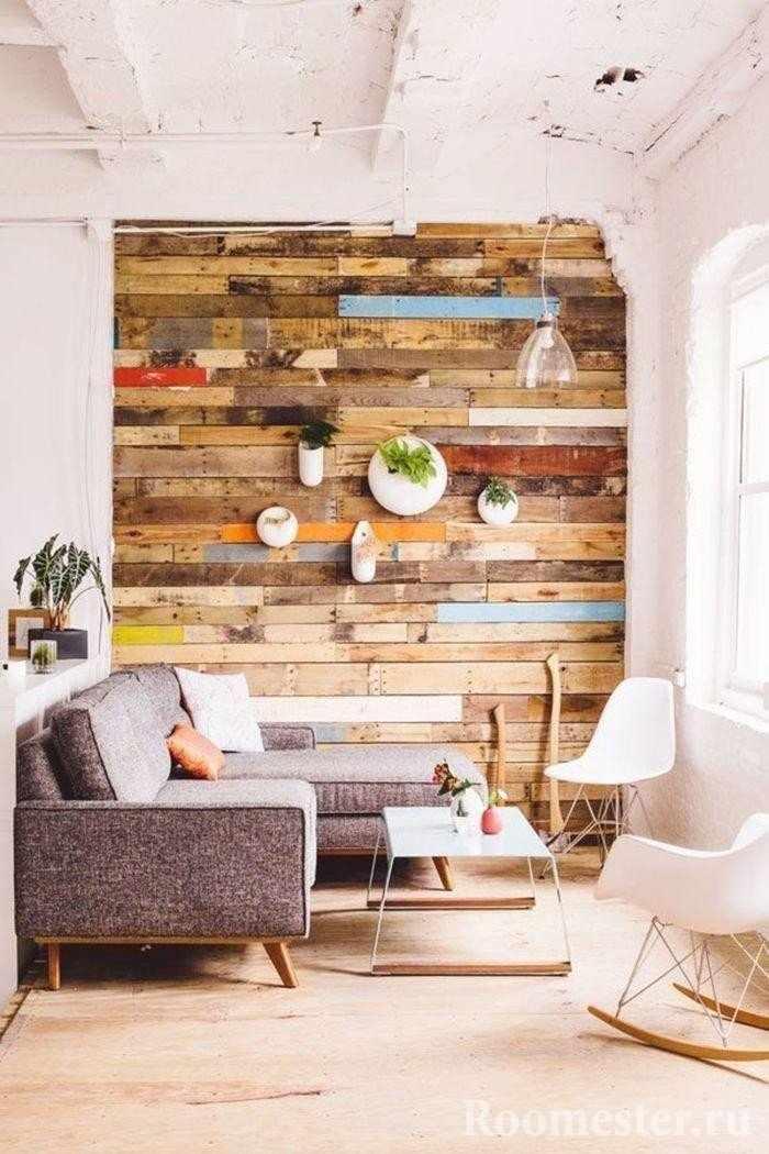 Оформление стены деревом