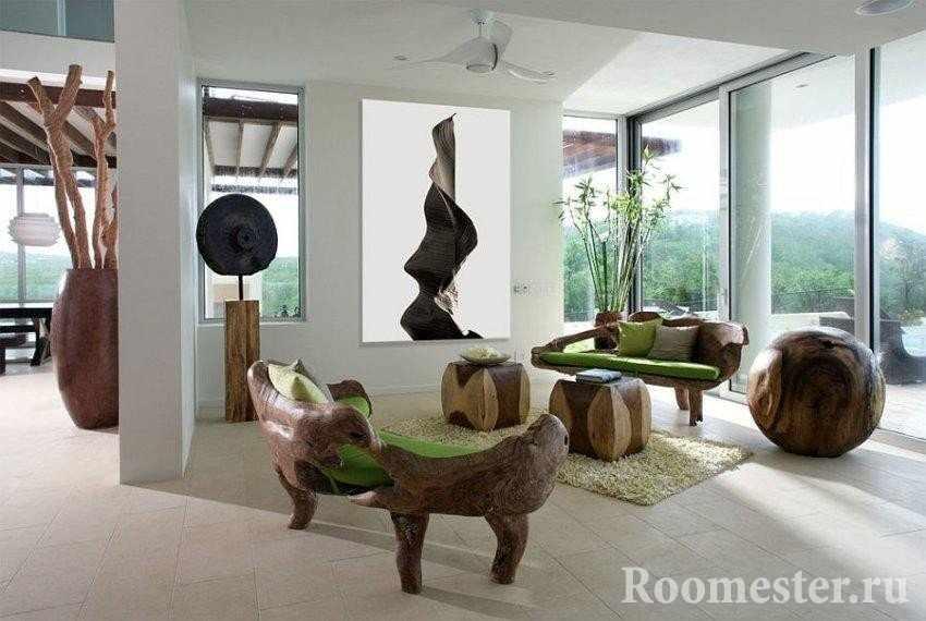 Гостиная с деревянной бемелью