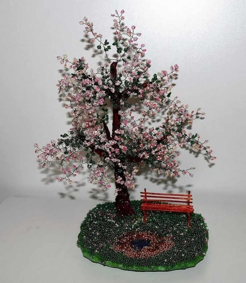 Яблоня в цвету из бисера