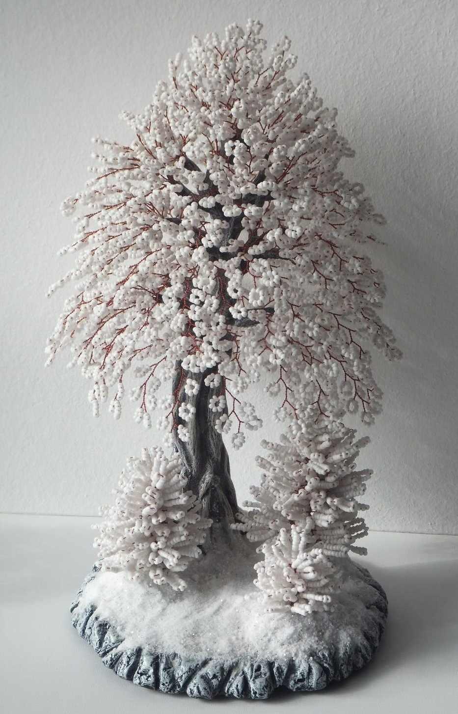 Дерево в снегу из бисера