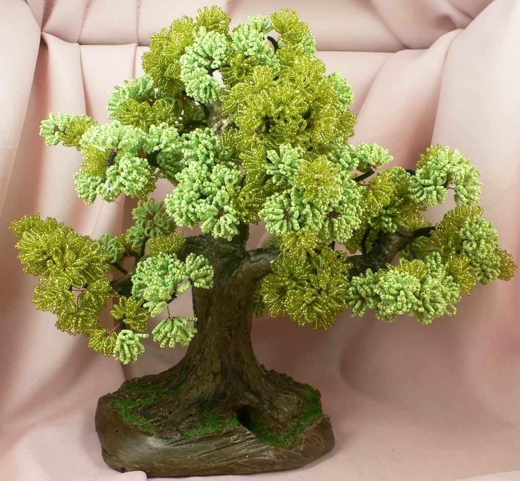 Зеленый дуб из бисера