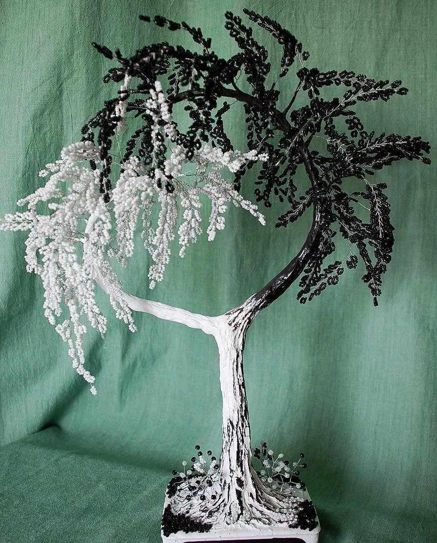 Дерево в стиле инь-янь из бисера