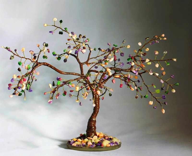 Дерево из бисера и камней