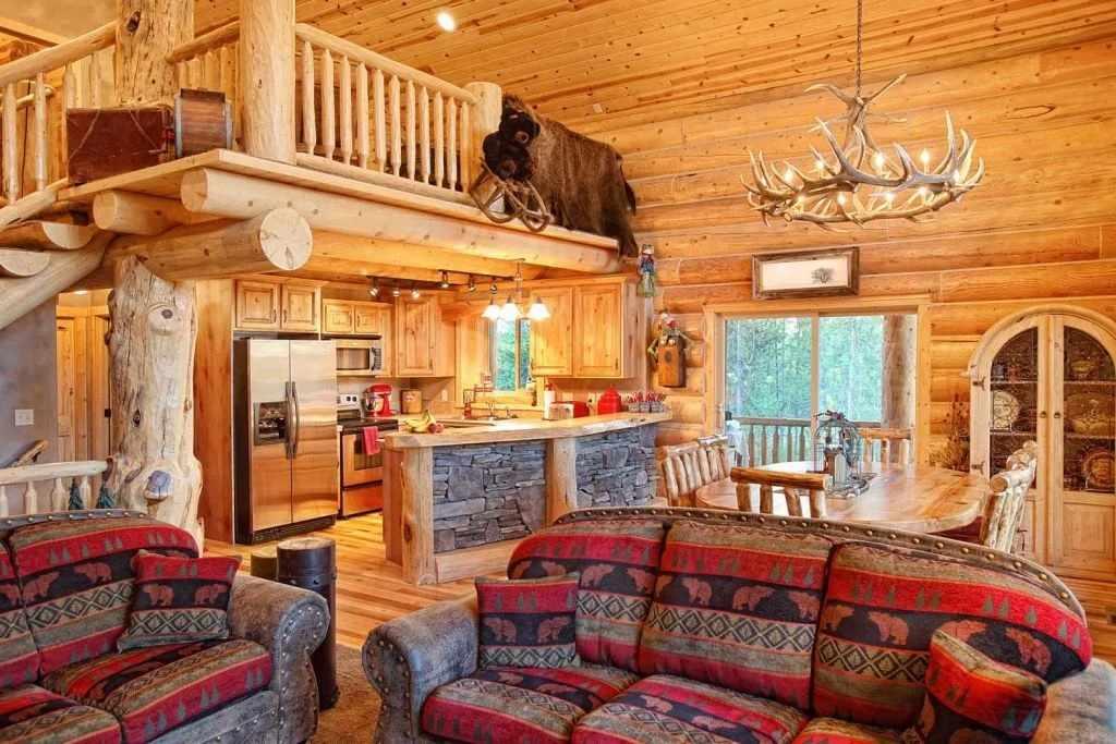 Оформление интерьера в деревянном доме