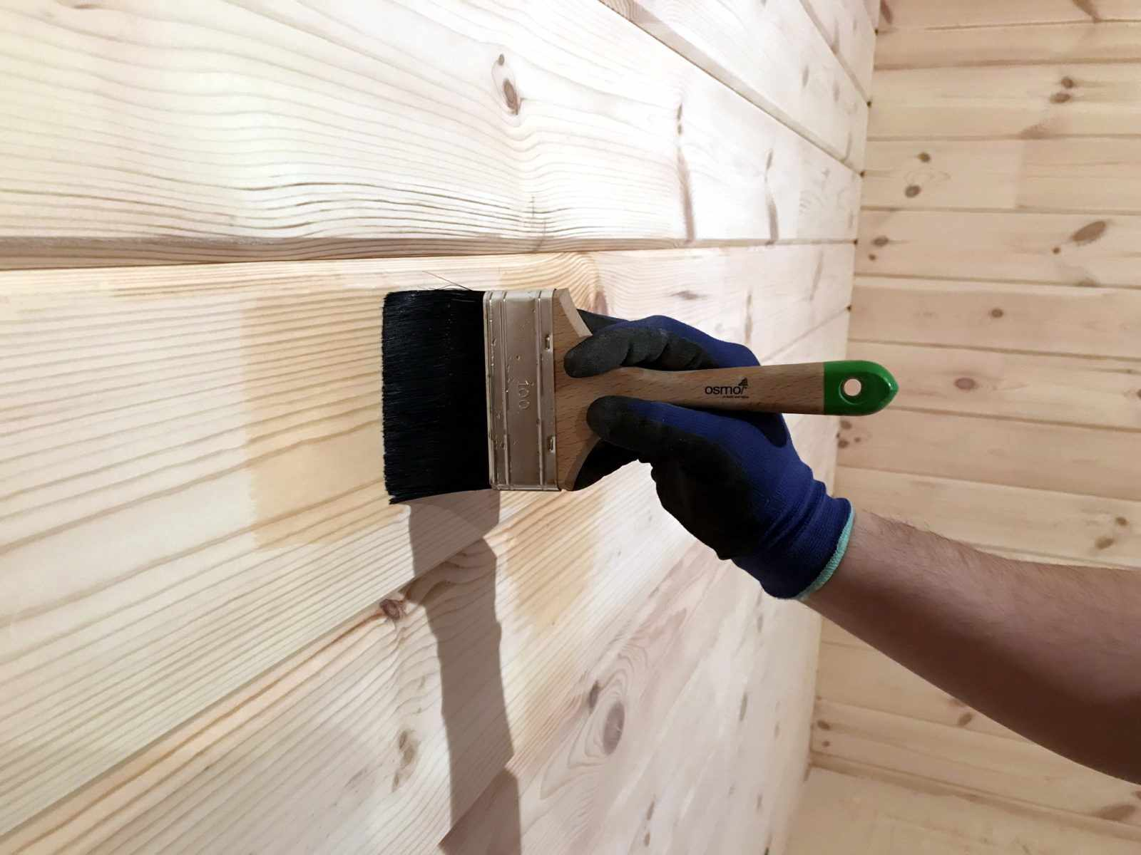 Внутренняя обработка деревянного дома антисептиками