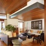 Деревянный декор гостиной