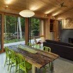 Веранда с деревянным потолком