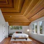 Высокие потолки в спальне