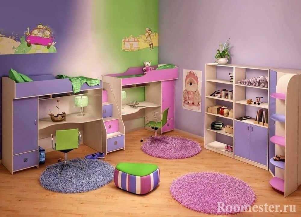 Яркая детская комната для разнополых детей в хрущевке