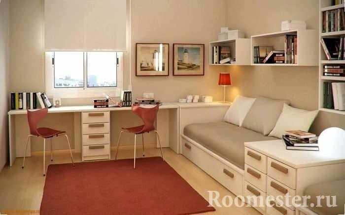 Детская комната с рабочими зонами для школьников в хрущевке