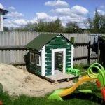 Детское сооружение из поддонов