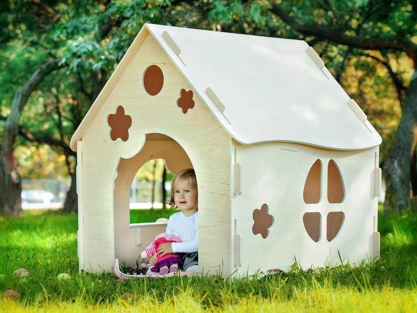 Оригинальный дизайн домика из фанеры