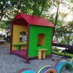 Яркий домик из фанеры