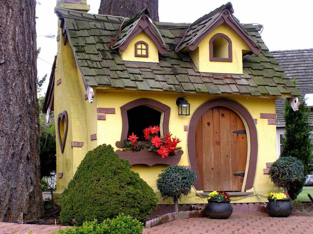 Сказочный декор фасада