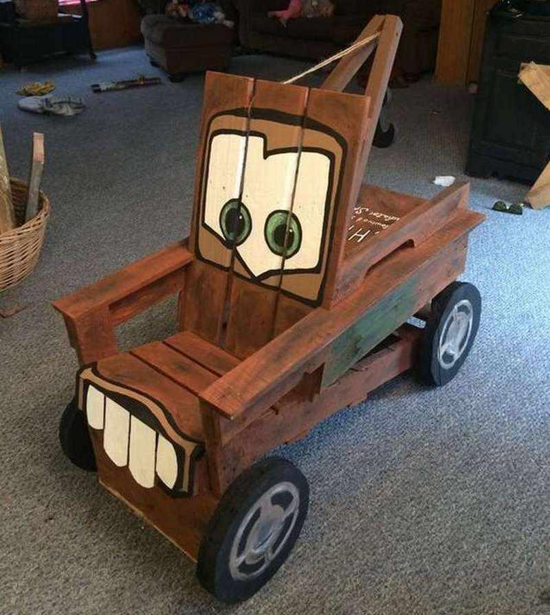 Детский стул в виде машины