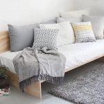 Декор дивана подушками