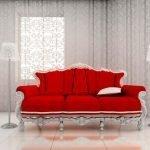 Светлый интерьер с красным диваном