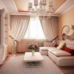 Дизайн гостиной с колонной