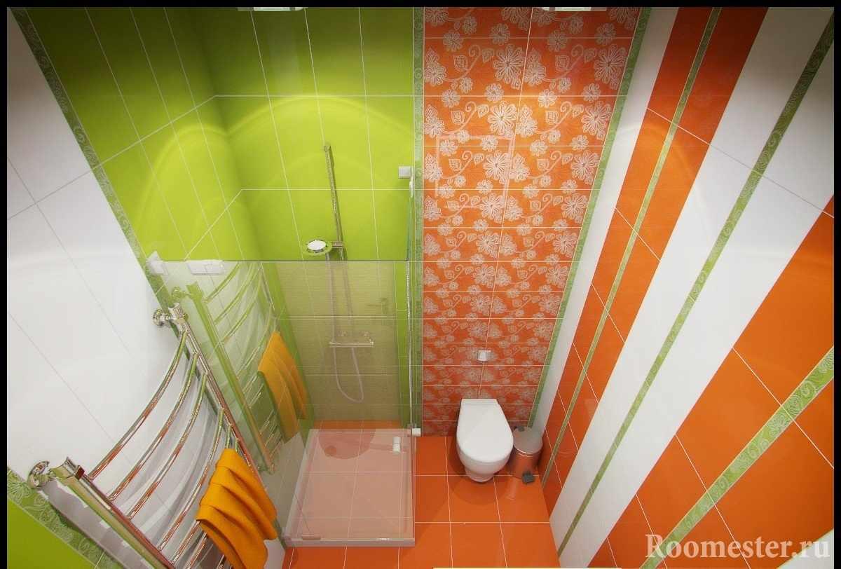 Оранжевая и салатовая плитка в душе