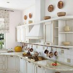 Легкие занавески на кухне