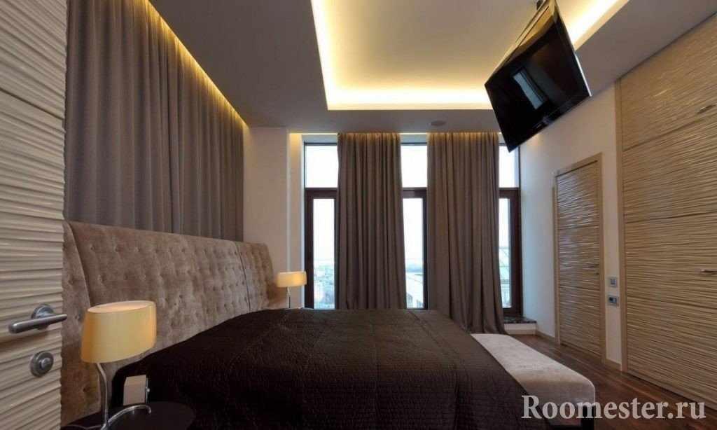 Телевизор на потолке над кроватью