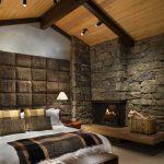 Камин возле кровати