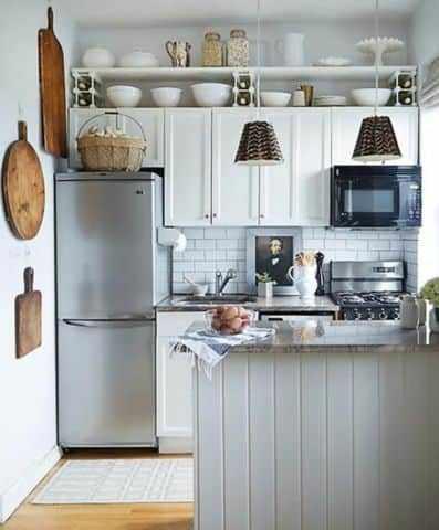 Мойка у холодильника