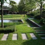 Сад с интересными дорожками
