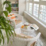 Белый интерьер балкона