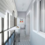 Светлый интерьер балкона