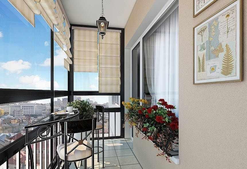 Необычный столик и стулья на балконе