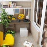 Желтые кресла в кабинете на балконе