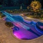 Бассейн в форме скрипки