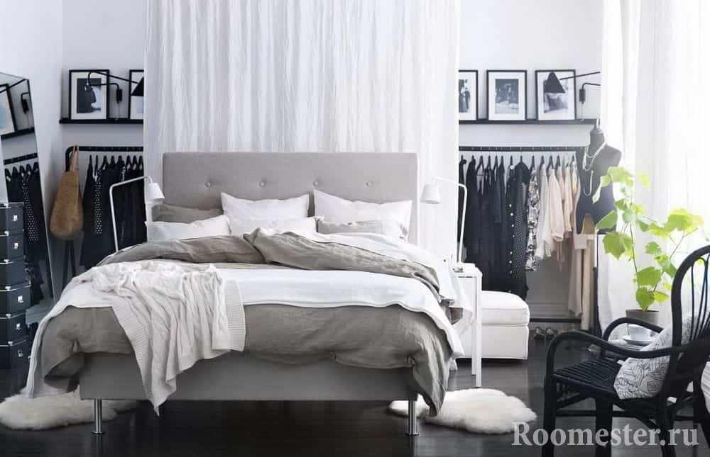 Легкие шторки которые пропускают естественный свет в спальню