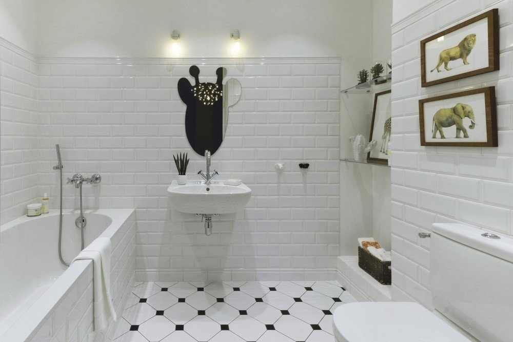 Лаконичность - одно из преимуществ интерьера ванной в белом цвете