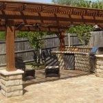 Деревянный забор на участке