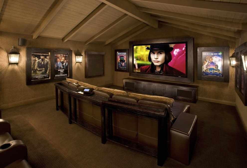 Домашний кинотеатр на чердаке частного дома