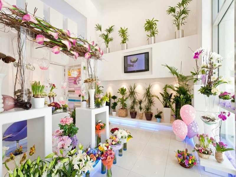 Цветочный магазин в светлых тонах