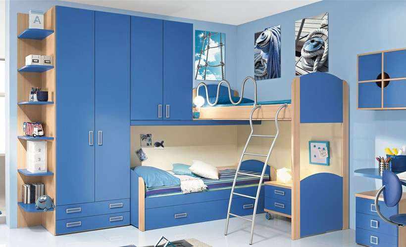 Двухъярусная кровать в детской для двух мальчиков