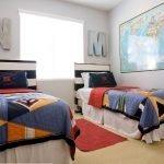 Карта на стене над кроватью