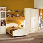 Мебельный гарнитур для комнаты ребенка