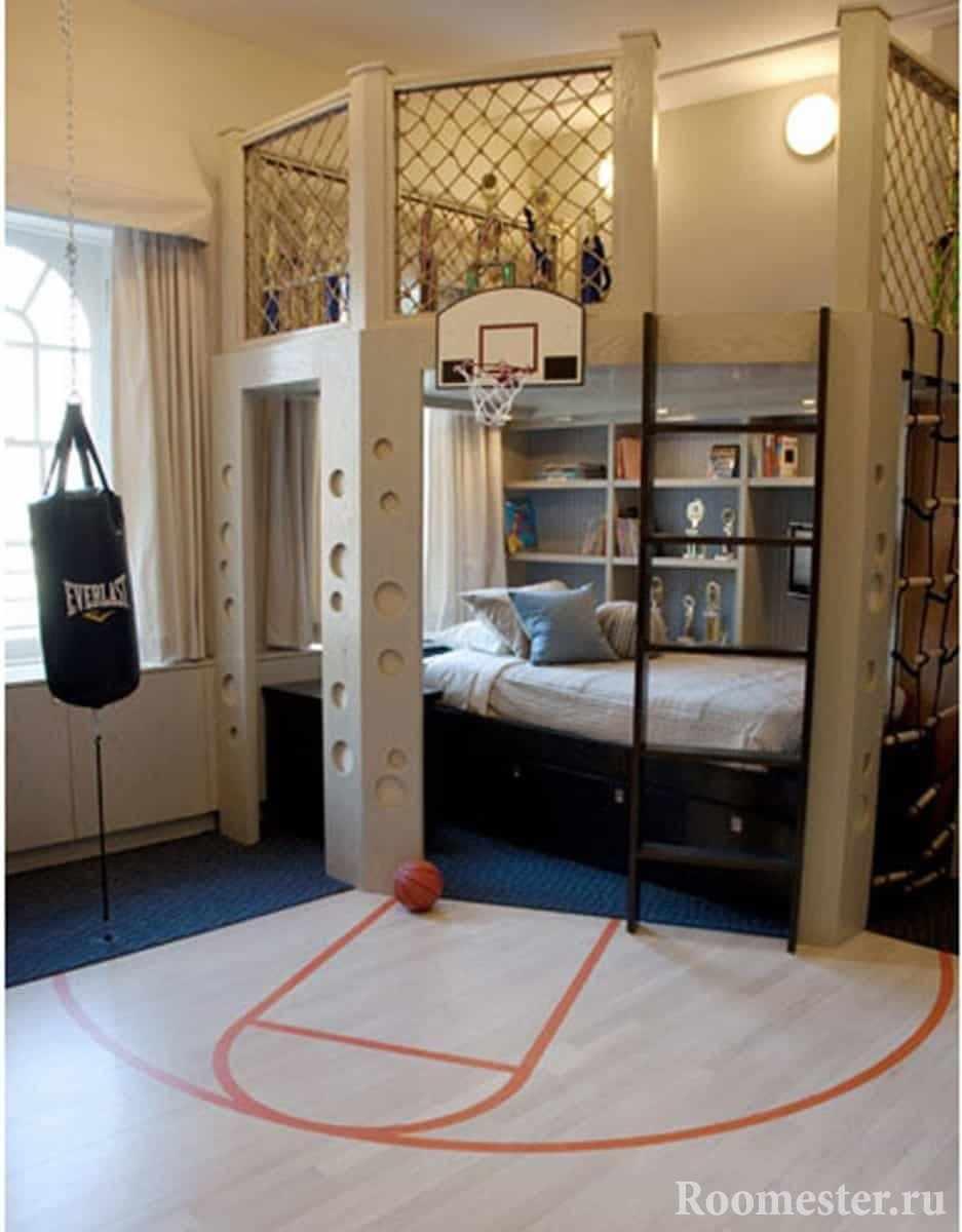 Спальное место на баскетбольной площадке