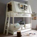 Домик для игр над кроватью