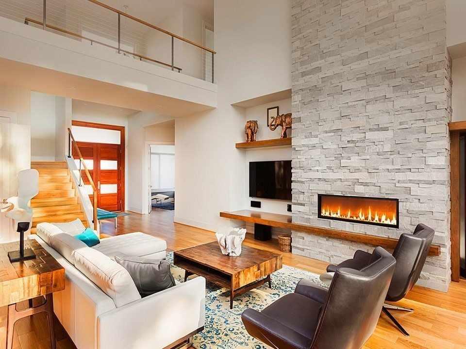 Декоративный камин в интерьере двухуровневой квартиры