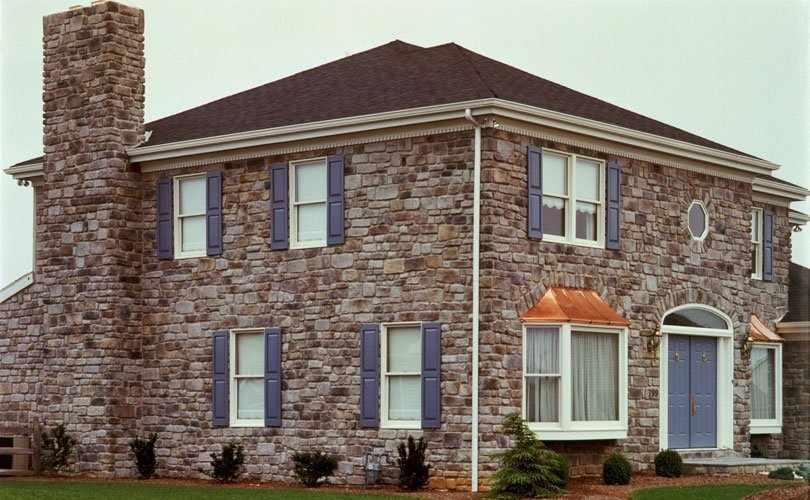 Дом с фасадом из плитки